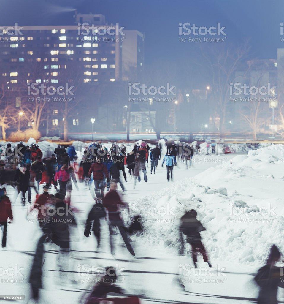 Patinaje en la ciudad foto de stock libre de derechos