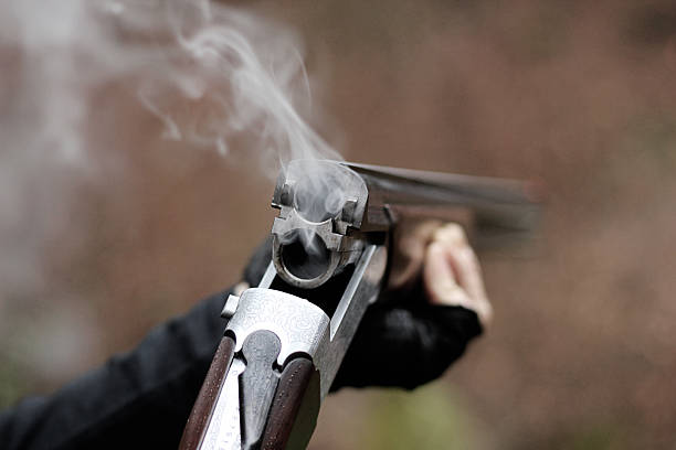 Ball-trap avec un fusil de chasse traditionnelle - Photo