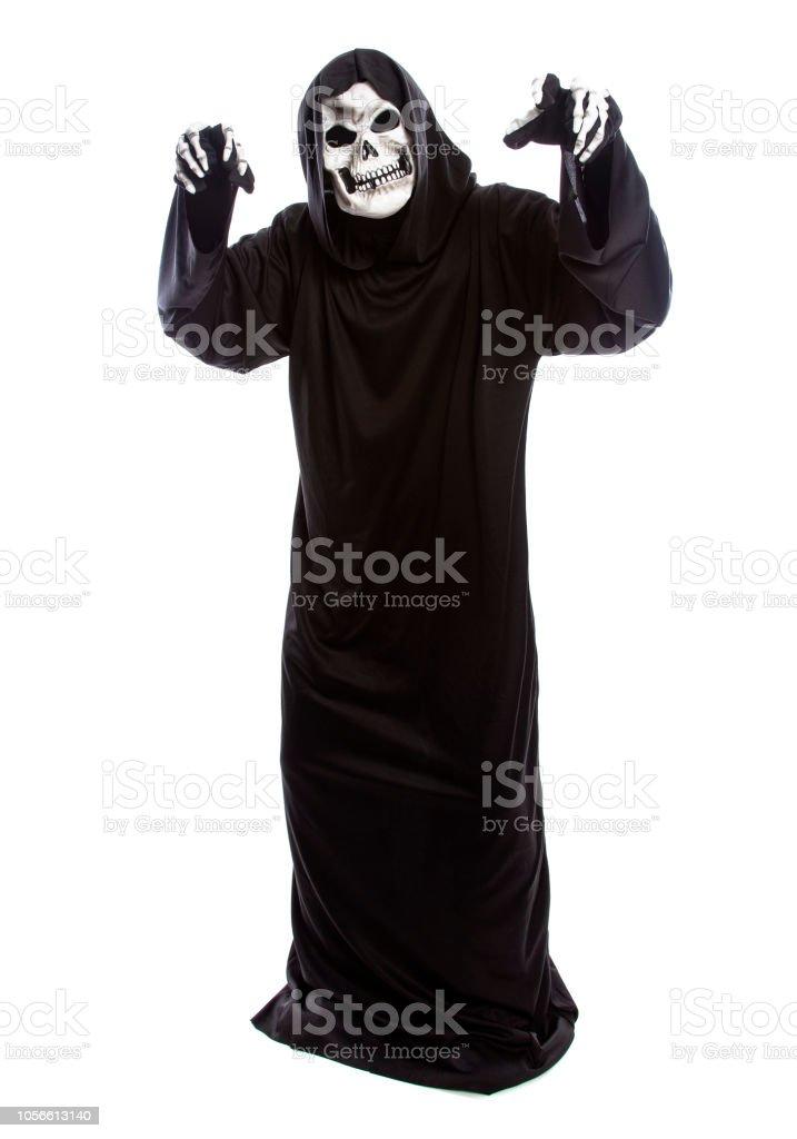 Skelett in einer schwarzen Kapuze Robe als der Sensenmann Halloween – Foto