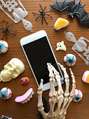 istock Skeleton using phone in Halloween 1056000998