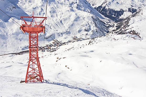 ski gondola pylon in lech-zurs resort, österreich - arlberg hotel stock-fotos und bilder