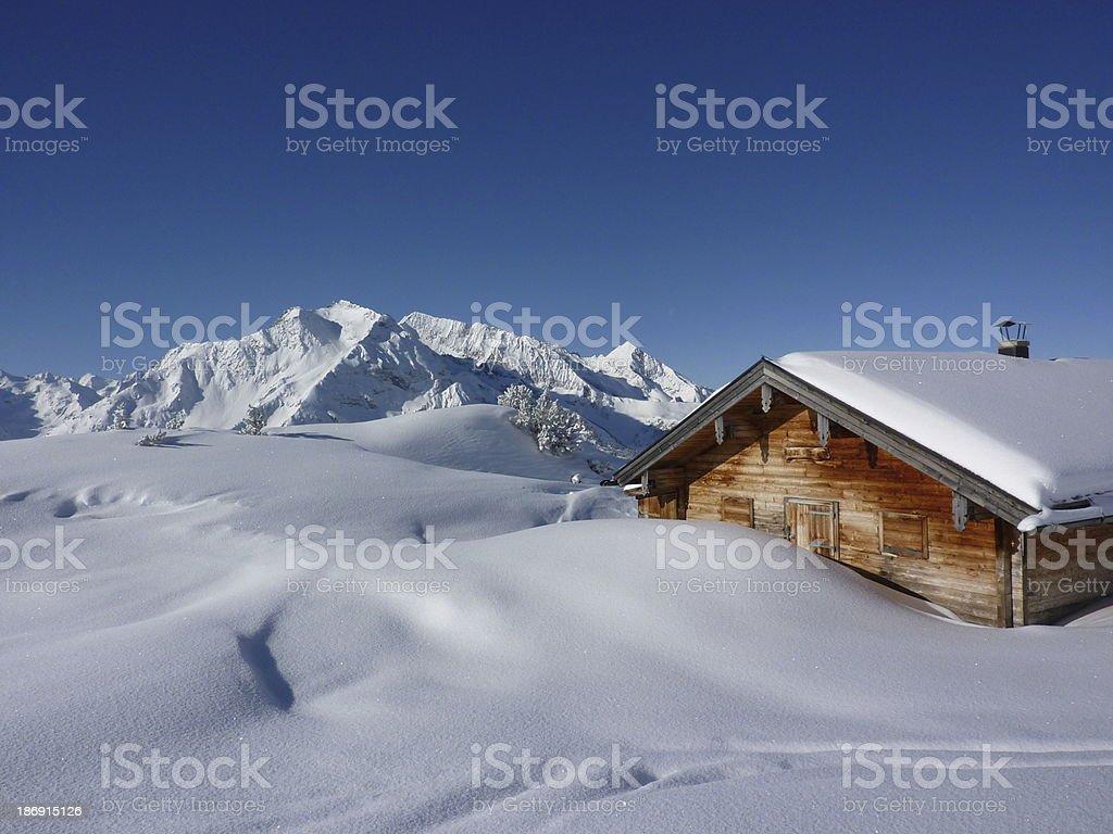 Ski-Hütte in den Alpen – Foto