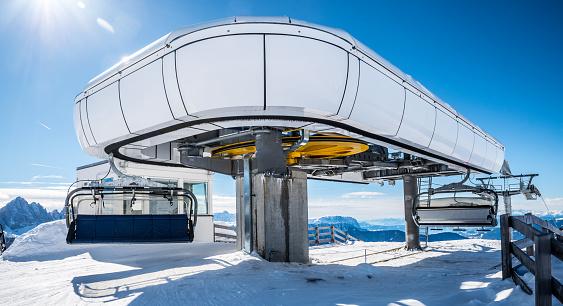 Ski lift upper station