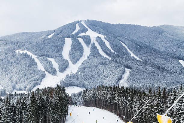 ski resort bukovel, ukraine. - skipiste stockfoto's en -beelden