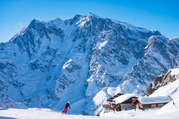 si la station de ski macugnaga - station de ski photos et images de collection