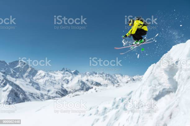 Skier in full sports equipment jumps into the precipice from the top picture id999962446?b=1&k=6&m=999962446&s=612x612&h=dhjbkpn yz36ngi2mhdpm4iamimmux3wpqqt lru9s8=