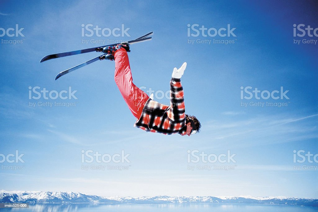 Skieur en l'air photo libre de droits
