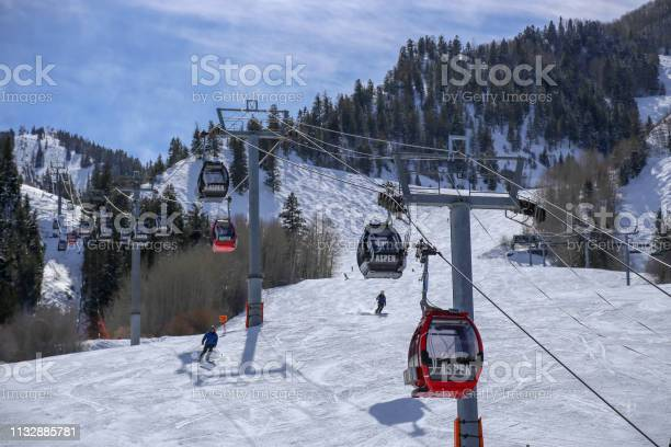 Skiers and gondola lift at aspen mountain in colorado in the winter picture id1132885781?b=1&k=6&m=1132885781&s=612x612&h=qtope zohbc7svh 8rkyie qhtsgjwvvn2wmpr1encu=