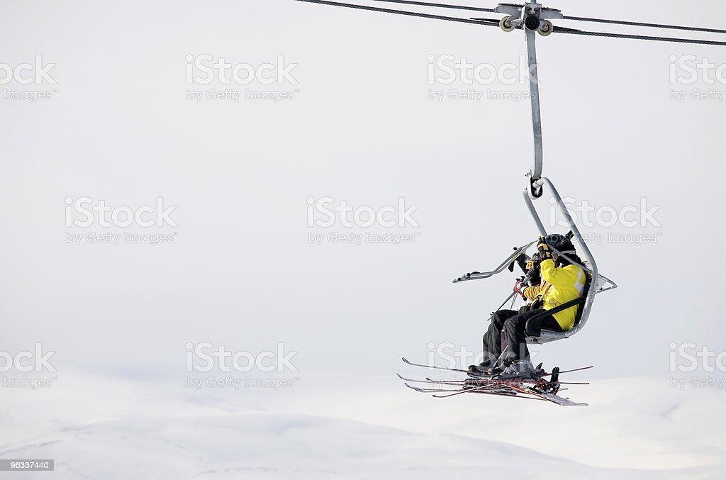 Narciarzy na krześle podnieść - Zbiór zdjęć royalty-free (Czynność)