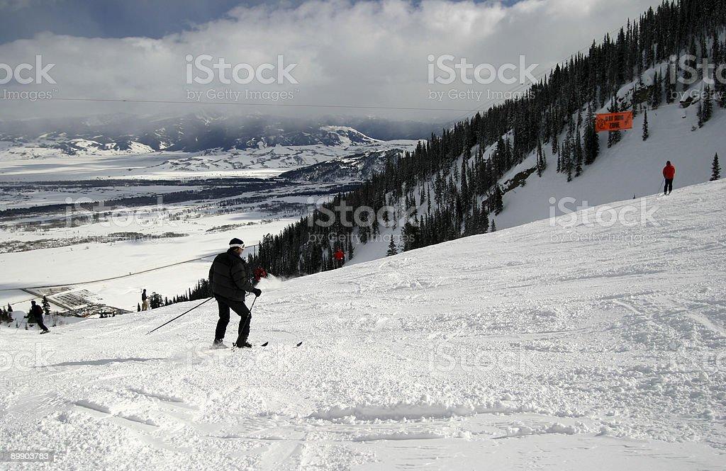 Skifahrer auf der Piste Lizenzfreies stock-foto