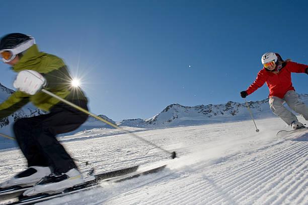 Skifahren in den Tag – Foto