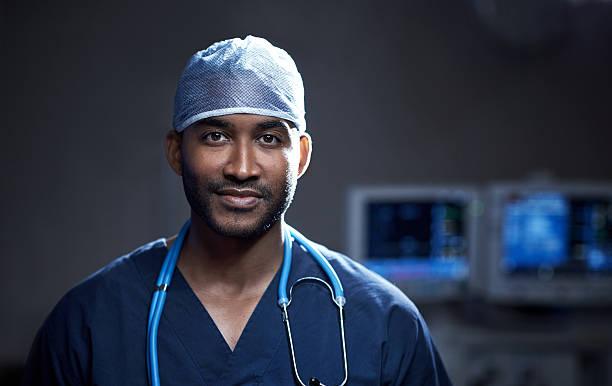 abile a salvare vite umane - chirurgo foto e immagini stock