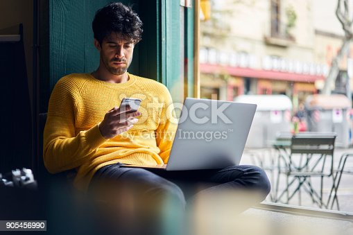 904263506 istock photo Skilled male journalist chatting with chief 905456990
