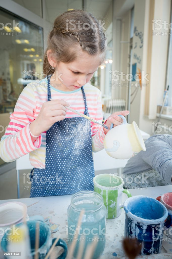 Skillful girl painting a clay cup at school - Royalty-free 10-11 Years Stock Photo