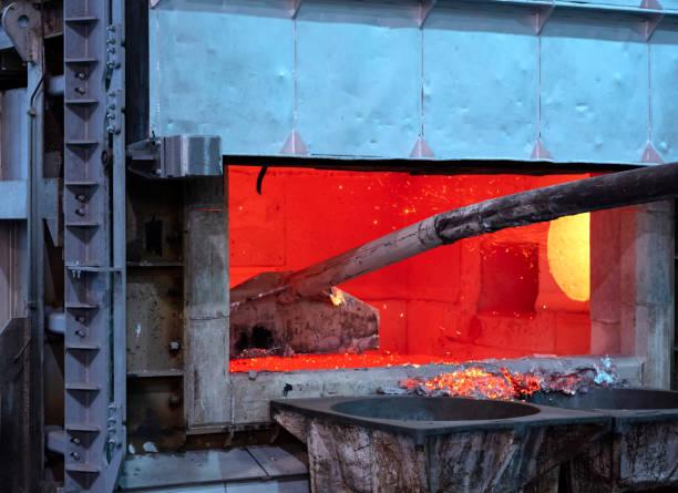 écrémage des scories d'aluminium fondu - Photo