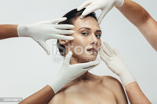 istock Skin care and aesthetic medical therapy 1009408870
