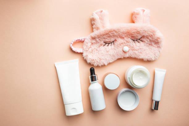 productos de cosmetología para el cuidado de la piel - night skin care fotografías e imágenes de stock