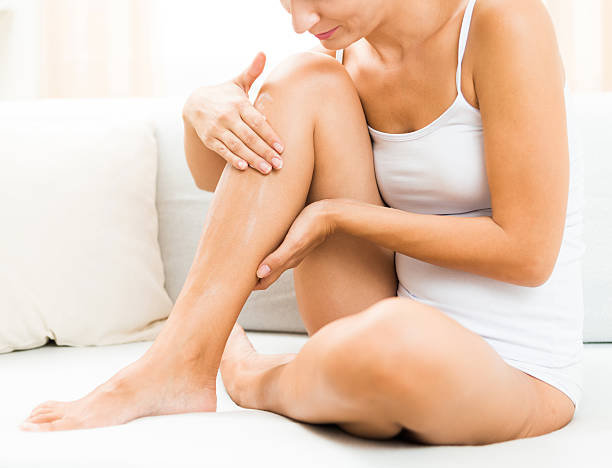 skin care - schlanke waden stock-fotos und bilder