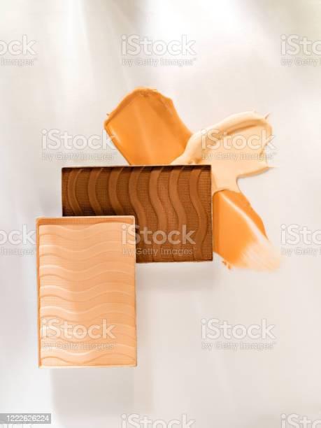Skin tone correctors composition picture id1222626224?b=1&k=6&m=1222626224&s=612x612&h=lomz dla7 lmll6cajtso6kb bcvr7zbileoszp tvk=