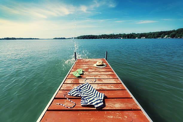 skinny dip schwimmen am see dock pier im sommer, usa - fkk strand stock-fotos und bilder