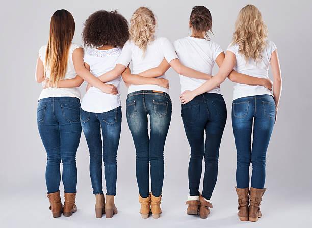 skinny jeans für alle, die - fotoformate stock-fotos und bilder