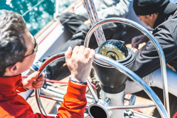 skipper ster łódka - ster fragment pojazdu zdjęcia i obrazy z banku zdjęć