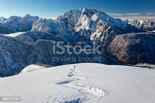 istock Skitouring downhill - powder skiing at Watzmann - Nationalpark Berchtesgaden 895510762