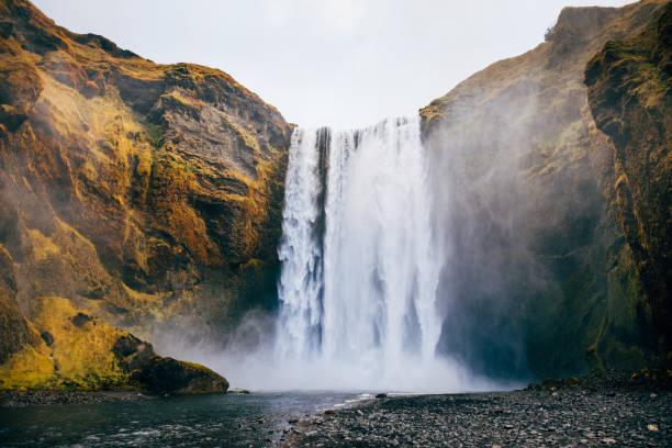 가 아이슬란드에서 Skogafoss 폭포 스톡 사진