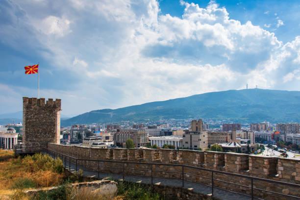 skopje cityscape simgesel yapı görünümünden kale, sermaye şehir makedonya - üsküp stok fotoğraflar ve resimler