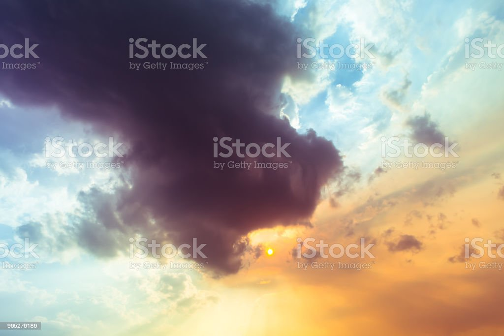 sky and clouds nature background zbiór zdjęć royalty-free