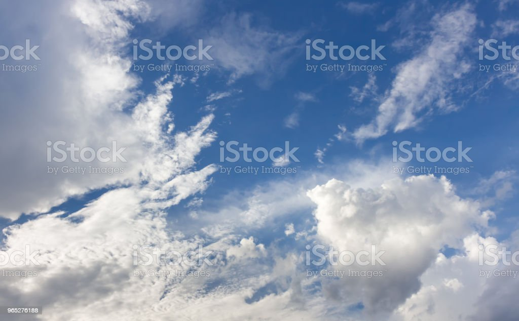 sky and clouds nature background zbiór zdjęć royalty-free