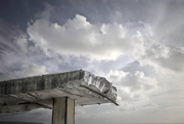 ciel et nuages  - pont gênes photos et images de collection
