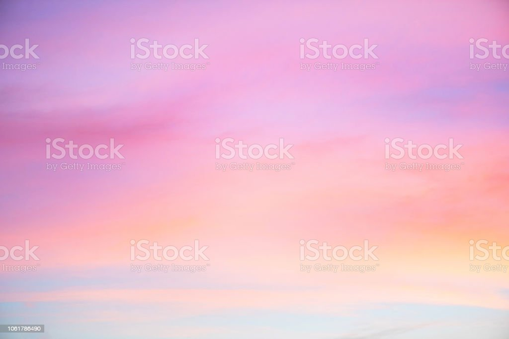 Himmel in den Farben rosa und blauen. Wirkung der hellen Pastell farbigen Sonnenuntergang Wolke auf den Sonnenuntergang Himmelshintergrund - Lizenzfrei Abstrakt Stock-Foto