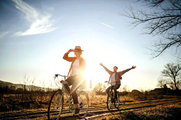 il cielo è il limite per noi - ciclismo foto e immagini stock