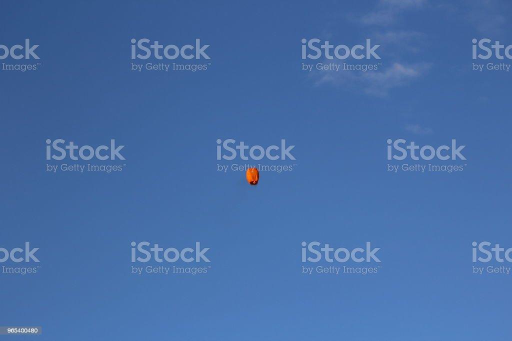 저녁 하늘에 하늘 손전등 - 로열티 프리 0명 스톡 사진