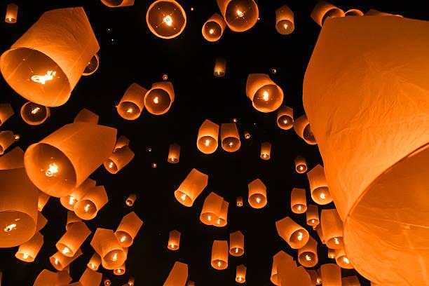 lanterna cielo - festival delle lanterne cinesi foto e immagini stock