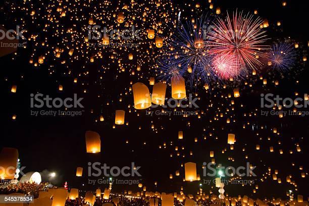Sky lanterns with fireworks picture id545378534?b=1&k=6&m=545378534&s=612x612&h=0zgupkjlrufofdt0lmtljygrkffbcdtylxoefnglibi=