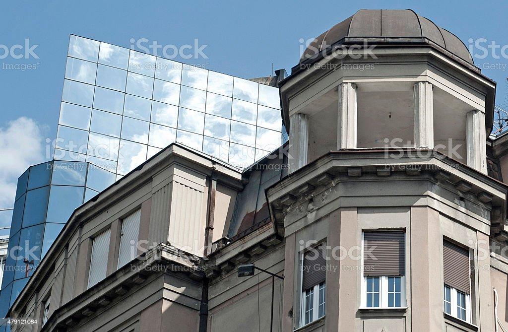 Reflexo do céu linha de vidro moderna bulding - foto de acervo