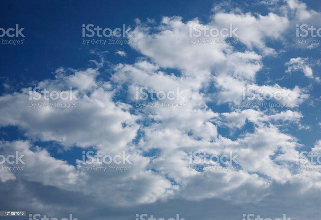 Himmel mit weißen Wolken Lizenzfreies stock-foto