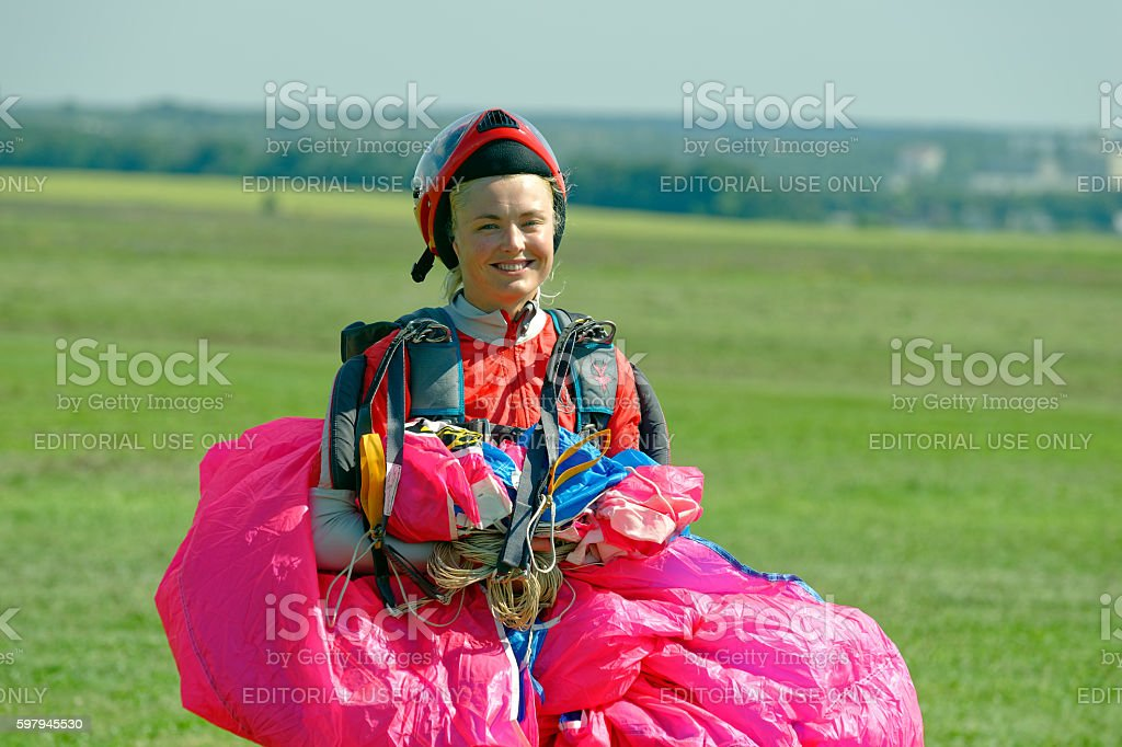 Skydiver carries a parachute after landing foto royalty-free