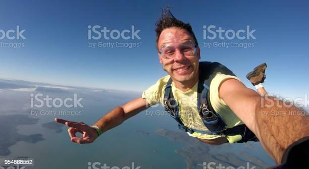 Skydiver selfie picture id954868552?b=1&k=6&m=954868552&s=612x612&h=tgtggfllynatkbhsosz1oec upi mjvfaa ctzrjukw=