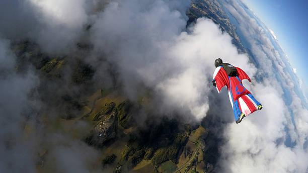 скайдайвинг в норвегии - экстремальные виды спорта стоковые фото и изображения