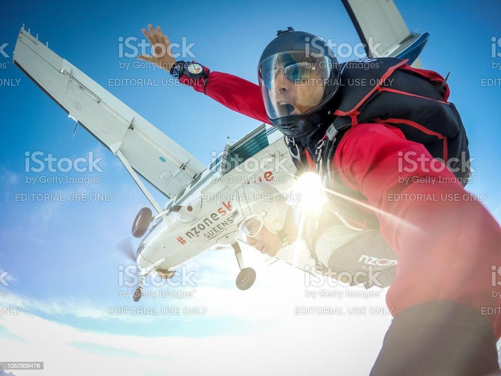 Fallschirmspringen auf Stadt Queenstown in Neuseeland. – Foto