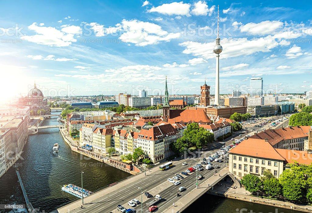 Skyline Berlin mit Sonnenlicht – Foto