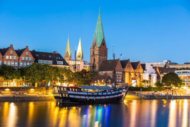 Vista de los edificios de la ciudad de Bremen - foto de stock