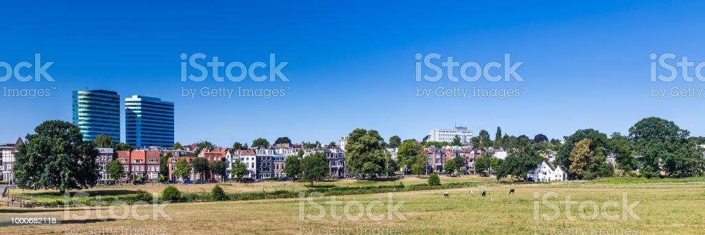 Skyline stad Arnhem in Nederland foto