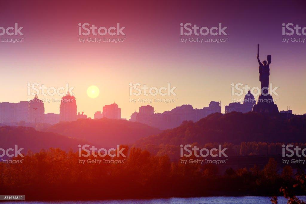 Skyline, Innenstadt. Stadt Kiew am Abend. Rechten Ufer die Dnjepr. Ukraine, Europa – Foto