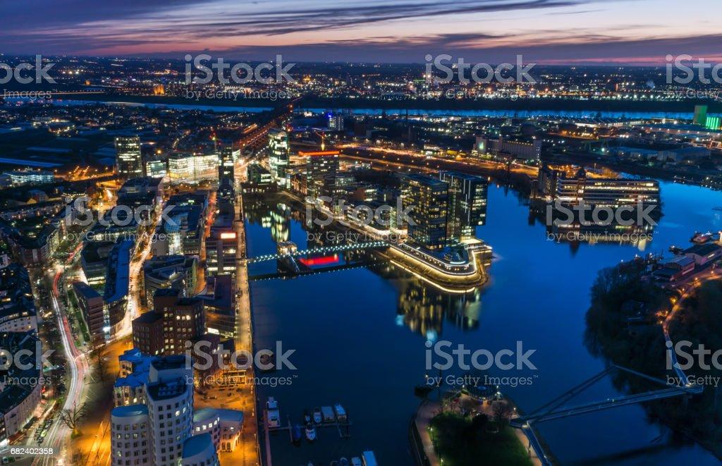 Dusseldorf Skyline de nuit photo libre de droits