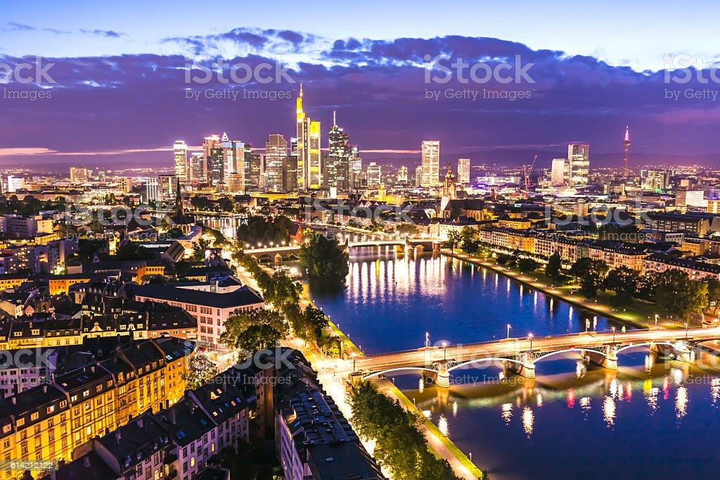 Frankfurter Skyline bei Sonnenuntergang – Foto