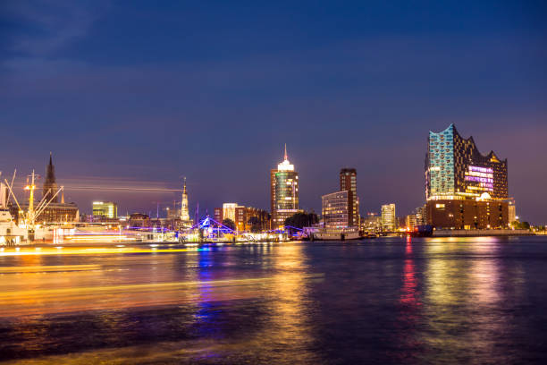 Skyline Hamburg with River Elbe at sunset Skyline in Hamburg wasser photos stock pictures, royalty-free photos & images